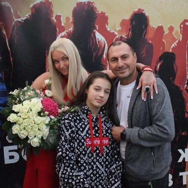 Дочь Волочковой отреагировала на слова о финансовом кризисе в ее семье