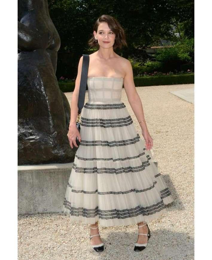 Кэти Холмс вышла в свет в платье не своего размера