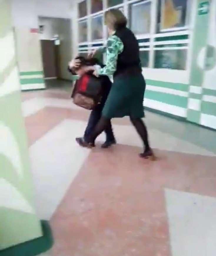 В Комсомольске-на-Амуре учительница начальных классов избила школьника: видео