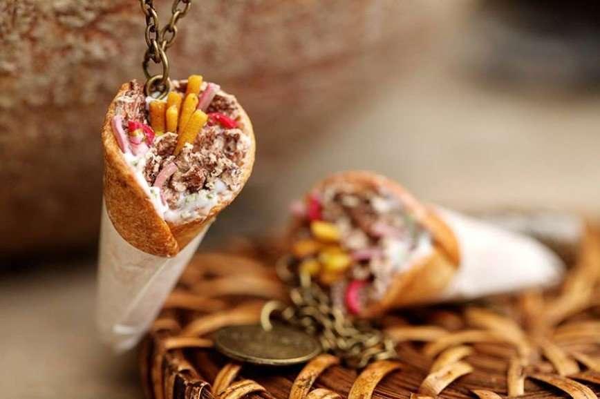 Миниатюрная еда в украшениях греческого дизайнера