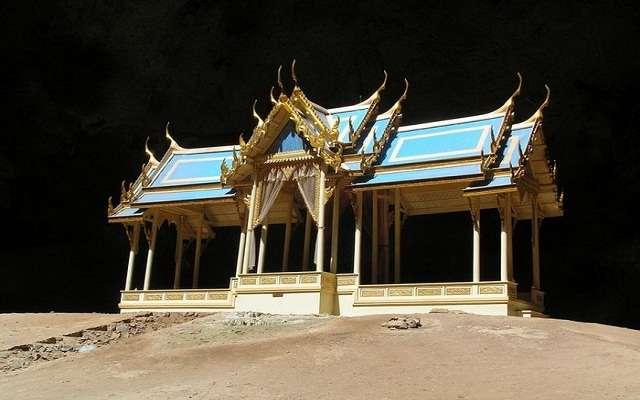 Живописная пещера Phraya Nakhon в Тайланде