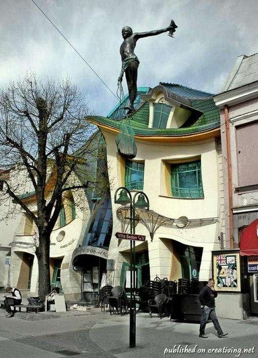 Уникальный кривой дом в Польше