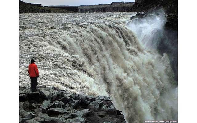 Деттифосс — самый мощный водопад в Европе
