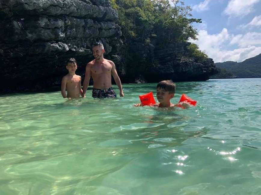 «Бородатый нянь!»: Тимур Родригез остался один дома с сыновьями