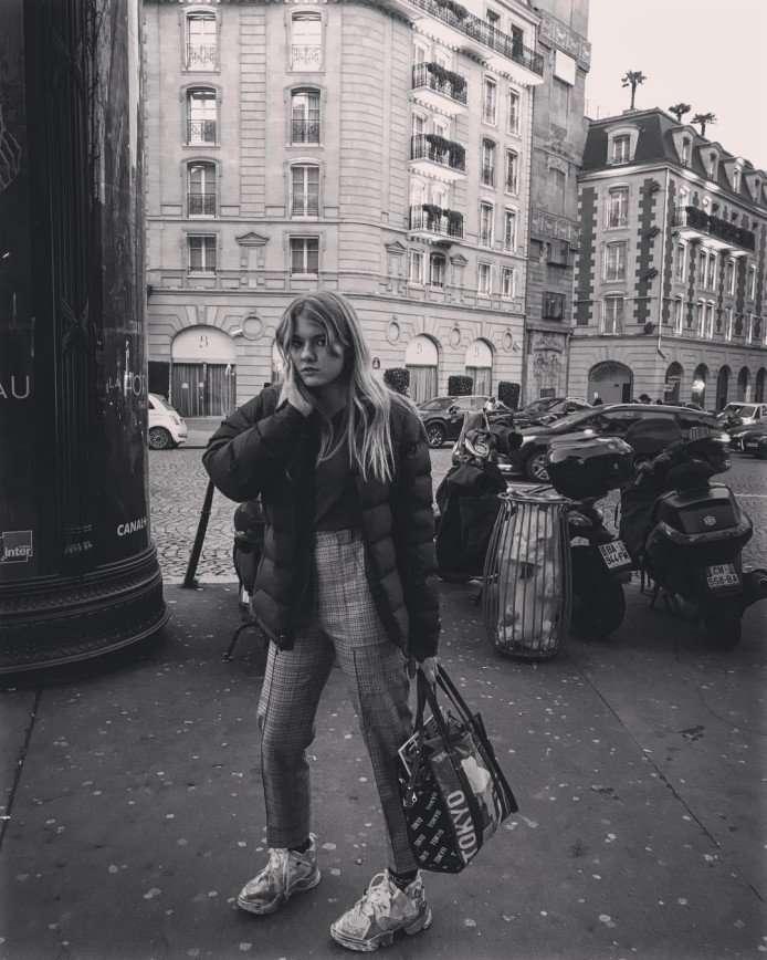 «Настоящие парижанки»: Рената Литвинова с дочерью наслаждаются Францией