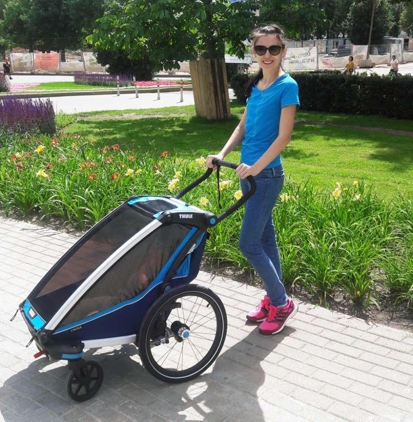 Тестируем мультиспортивный прицеп Thule для активных родителей