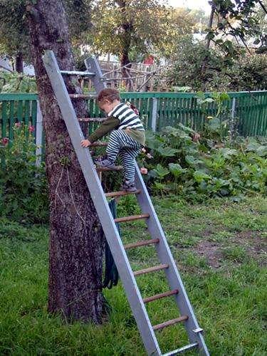 Куда смотрят родители: опасные развлечения маленьких детей
