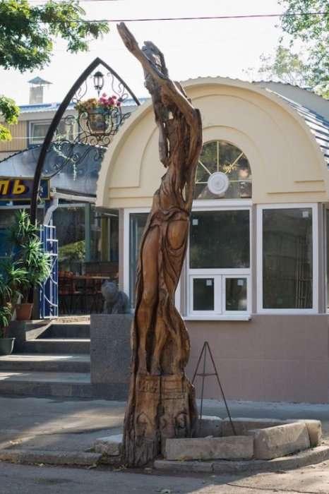 Скульптуры из деревьев в Симферополе