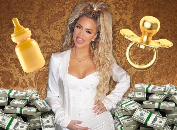 Беременная Хлои Кардашьян снялась топлес для рекламы своей коллекции